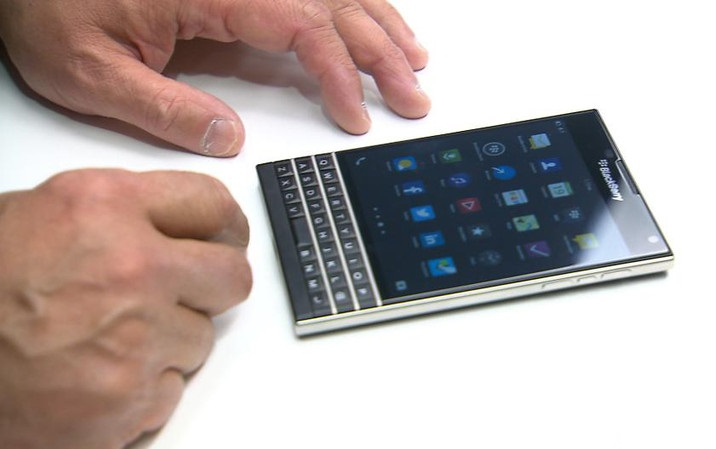 news-blackberry-passport