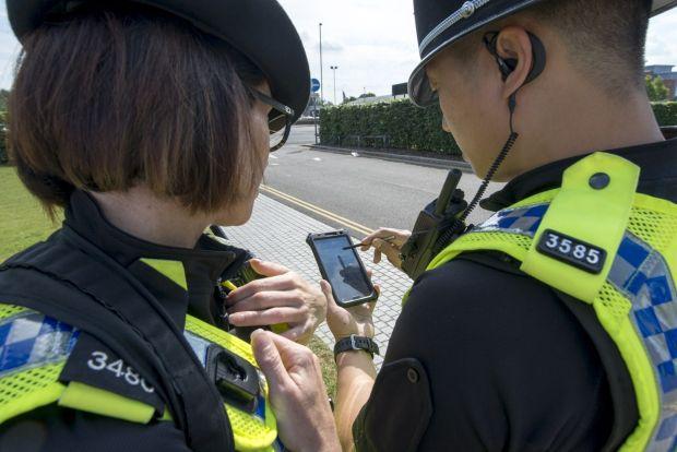 news-policja-smartfony