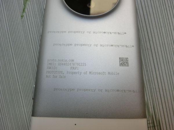 news-lumia1030-tył