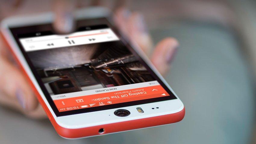 """Photo of """"Cyklop"""" kontra słoń, czyli test wytrzymałości HTC Desire Eye"""