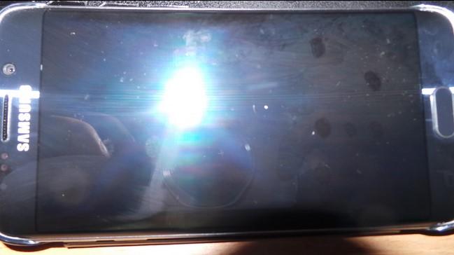 news-samsung-clear_view-zarysowania-5 Oryginalne etui rysuje ekrany w Samsungu Galaxy S6 i Galaxy S6 Edge