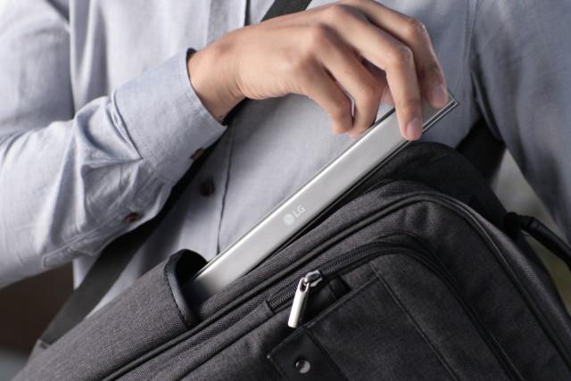 news-lg-rolly-klawiatura-4 LG Rolly - pierwsza zwijana klawiatura dla smartfonów i tabletów