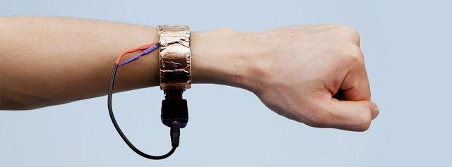 news-disney-smartwatch-prototyp-2 Disney stworzył smartwatcha, który odgadnie, co dotykasz