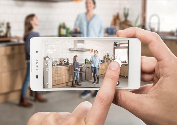news-xperia-e5-1 Sony Xperia E5 oficjalnie - kompaktowy smartfon z LTE i aparatem 13 Mpix