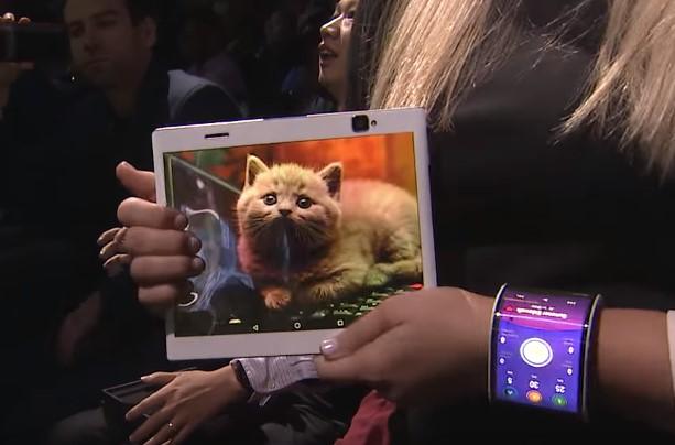 news-lenovo-elastyczny_ekran Samsung: Składane smartfony coraz bliżej