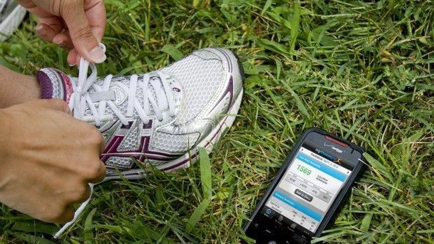 Posiadacze smartfonów nie potrzebują elektroniki noszonej do śledzenia aktywności fizycznej