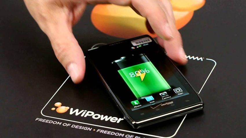 Bezprzewodowe ładowanie metalowych smartfonów na wyciągnięcie ręki