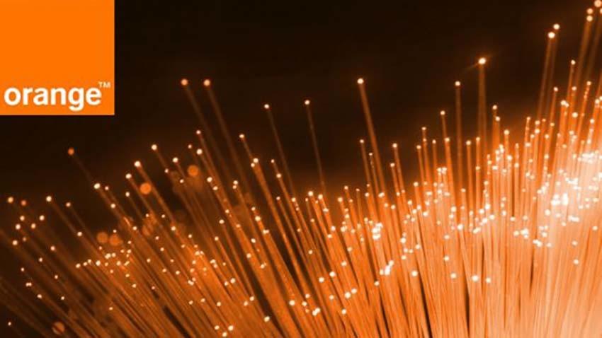 Orange: Przez sieć mobilną przechodzi 10 razy mniej danych niż przez Neostradę