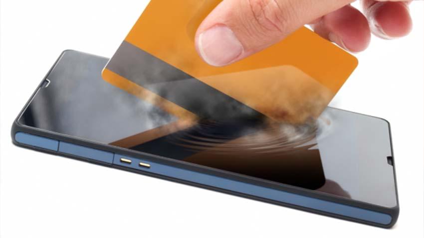 Polacy stopniowo odchodzą od gotówki na rzecz płatności mobilnych