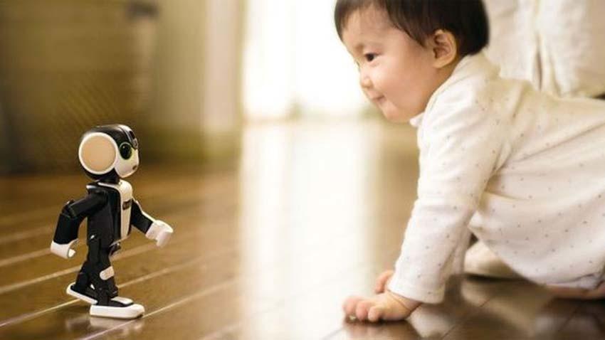 RoboHon - smartfon na dwóch nogach