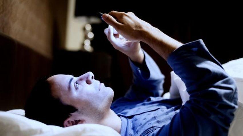 Zdrowy sen nie idzie w parze ze smartfonem
