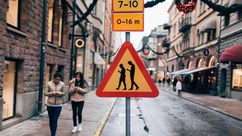 Szwedzcy użytkownicy smartfonów doczekali się własnego znaku drogowego