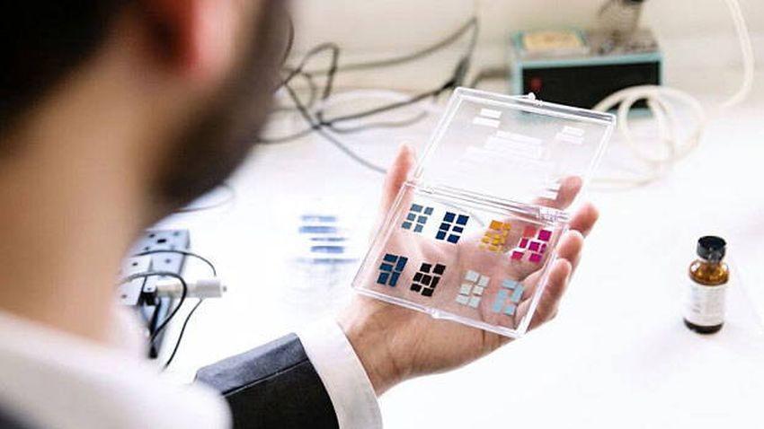 Wyświetlacze przyszłych smartfonów mogą obyć się bez energii