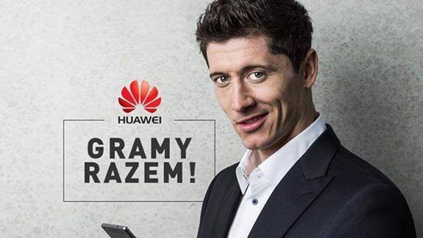 Photo of Robert Lewandowski przyłapany na korzystaniu z iPhone'a, choć jest ambasadorem Huawei