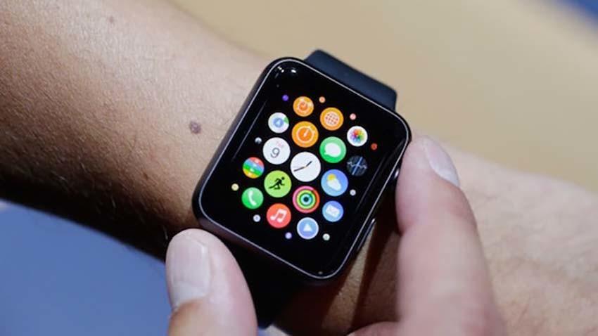 Połowa rynku smartwatchy należy do Apple Watch