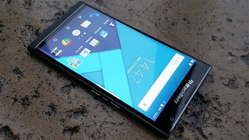 Photo of BlackBerry Priv w Play