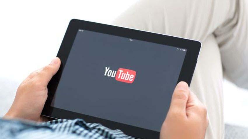 Nastolatkowie spędzają na YouTube kilka godzin dziennie