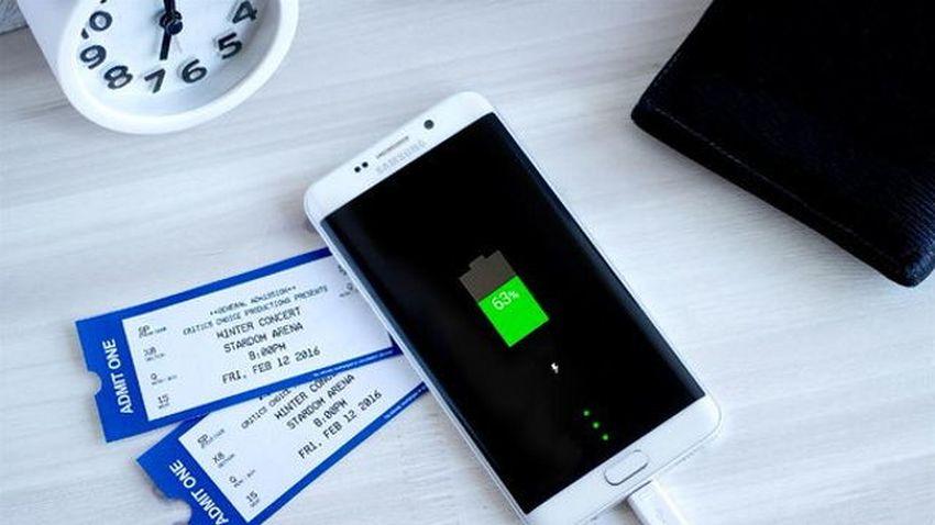 LG zażartował z Samsunga - wymienna bateria lepsza od szybkiego ładowania?