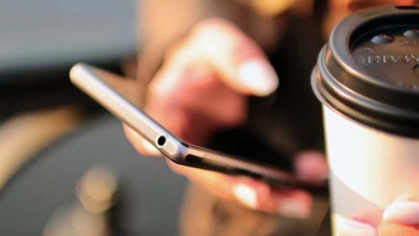 Smartfony w Indiach z obowiązkowym przyciskiem alarmowym