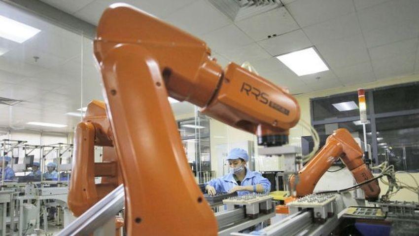 Foxconn zastąpi pracowników robotami