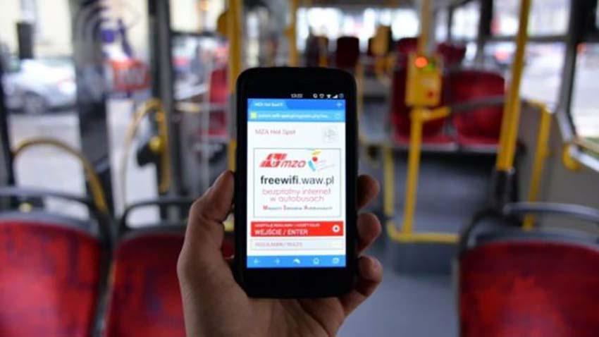 Warszawiacy doczekali się darmowego Internetu w miejskich autobusach