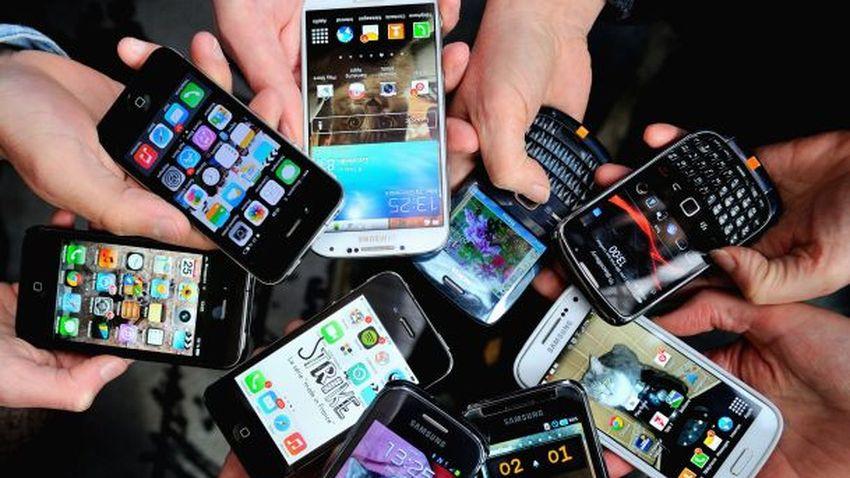 Polacy coraz częściej sięgają po smartfony oraz szybszy Internet