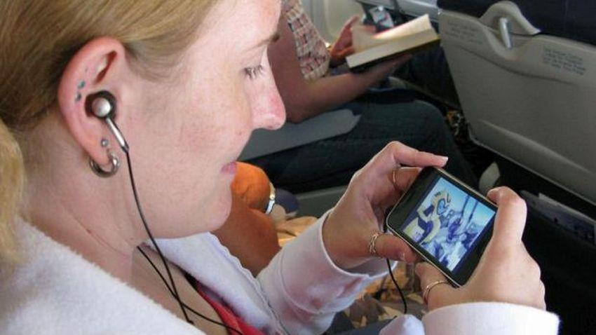 Ryanair planuje strumieniować filmy prosto do smartfona na pokładach samolotów