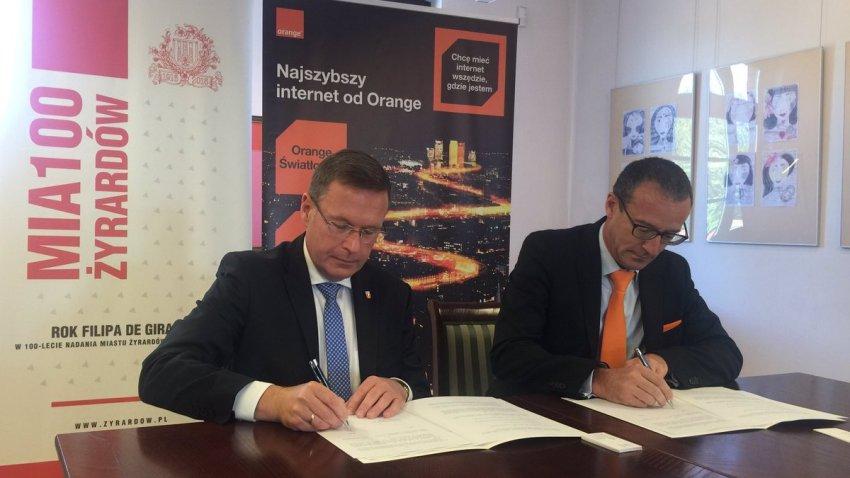 Photo of Orange: Światłowody nie tylko w dużych miastach. Kolejne porozumienia w drodze