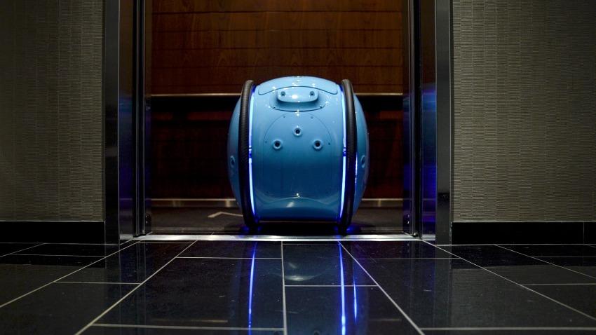 Photo of Koniec z walizkami na kółkach: Piaggio oferuje samobieżnego tragarza