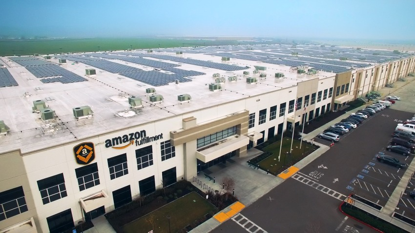 Photo of 41 megawatów energii odnawialnej w 15 centrach logistycznych Amazona