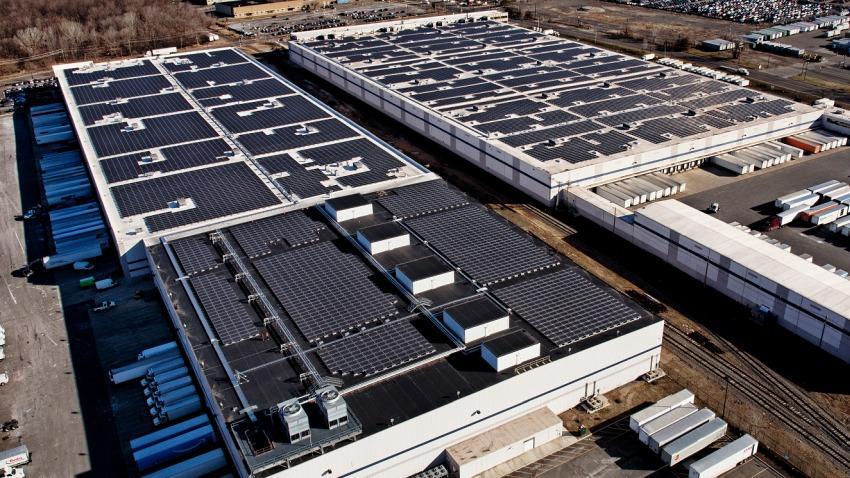 amazon-solar-rooftops-1-850x478 41 megawatów energii odnawialnej w 15 centrach logistycznych Amazona