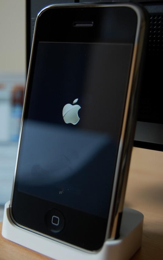 apple-iphone-1st-gen-1-534x850 Powtórka z iPhone'a SE może wydarzyć się w… marcu