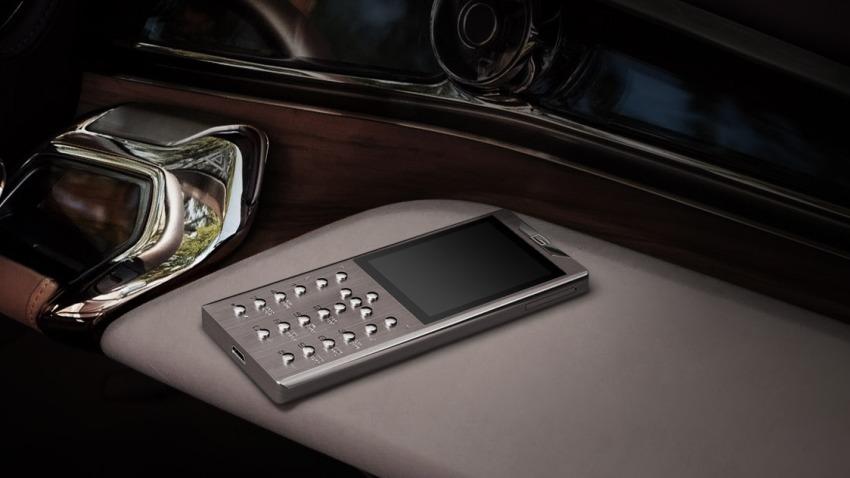 gresso-meridian-7-1 Tytanowy Meridian: zwykły telefon w szlachetnym opakowaniu