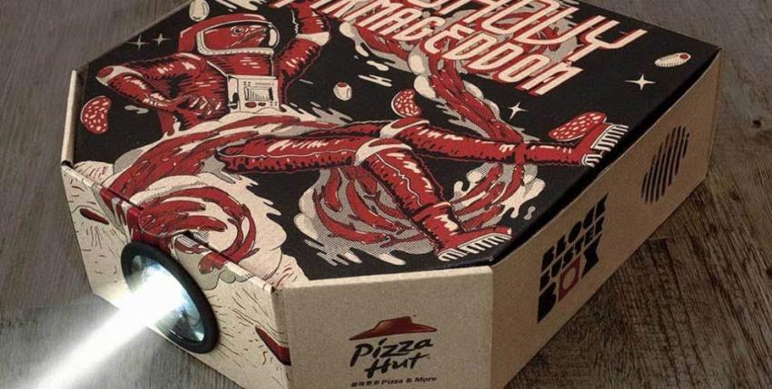 pizza-hut-projector-1 Zamów pizzę z buta: Pizza Hut przygotowała limitowaną edycję Pie Tops