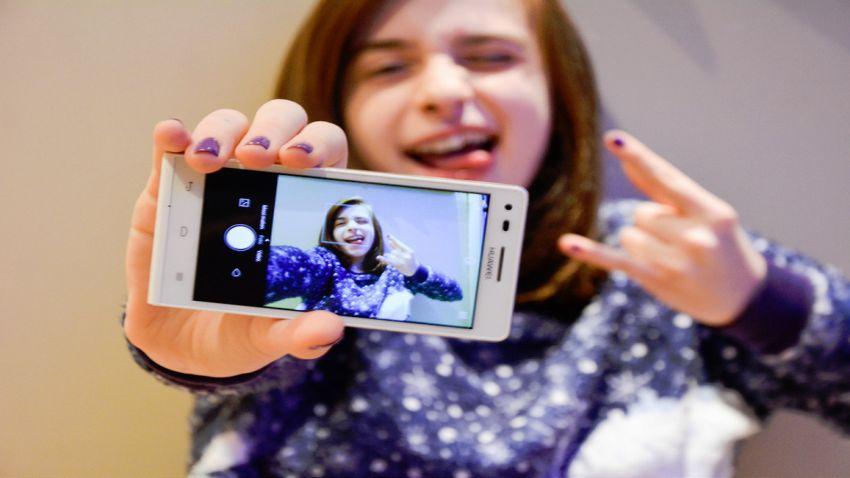 Photo of Nikt tak naprawdę nie lubi oglądać Twoich selfie!