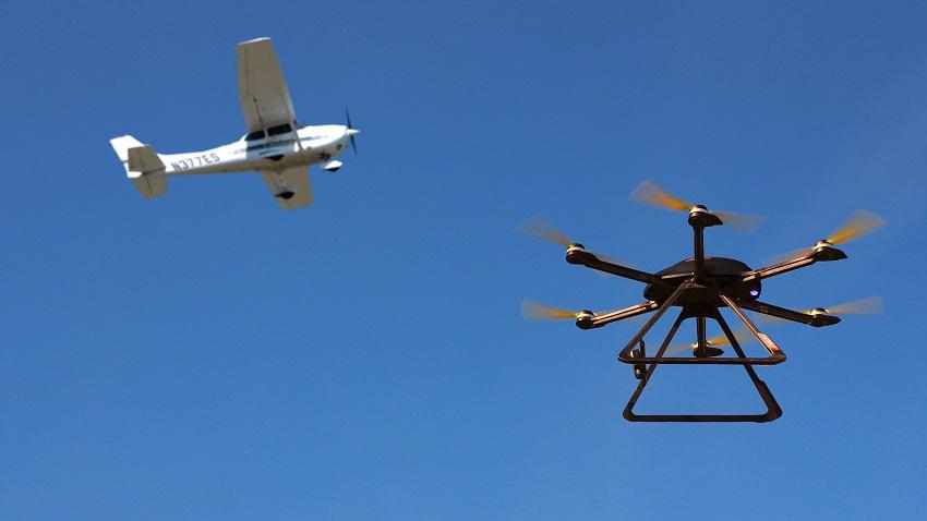 Photo of Drony rosnącym zagrożeniem dla samolotów