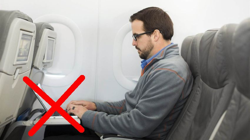 Photo of USA planuje zakazać wnoszenia laptopów do samolotu