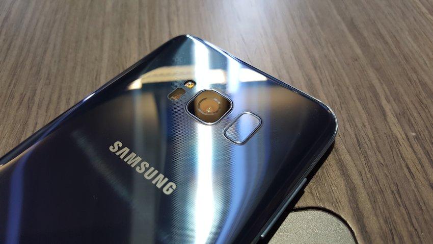 Photo of Wiemy już skąd pomysł na umiejscowienie skanera linii papilarnych w Galaxy S8
