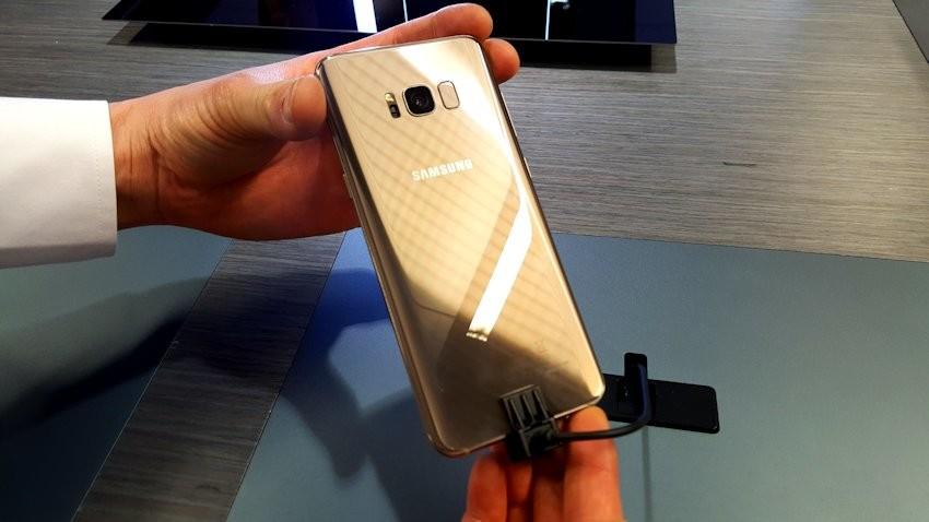 samsung-galaxy-s8-gold-teleguru-2-850x478 Wiemy już skąd pomysł na umiejscowienie skanera linii papilarnych w Galaxy S8