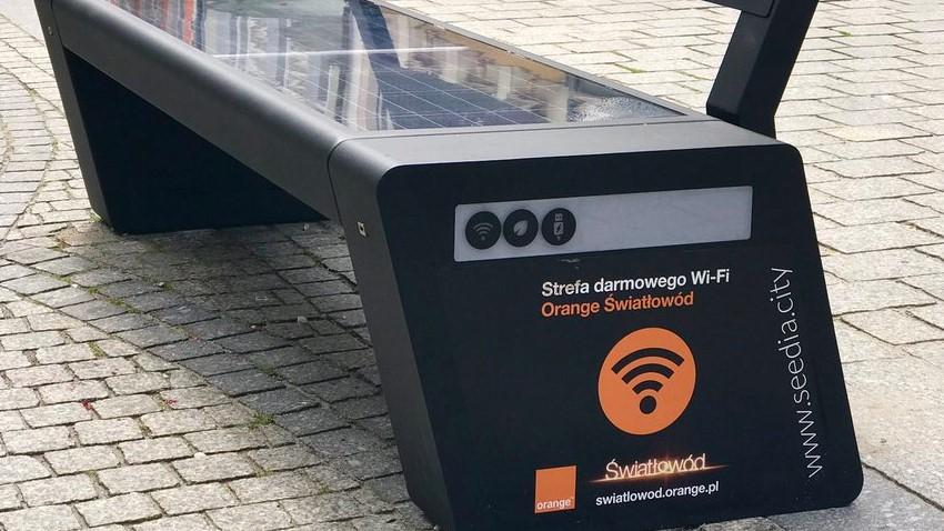 Photo of Zielona Góra: Ławki z Wi-Fi i możliwością podładowania telefonu