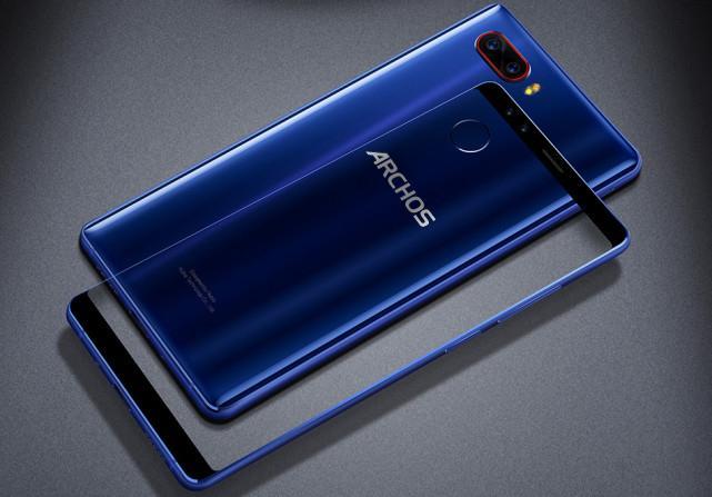 ARCHOS-Diamond-Omega Archos Diamond Omega to nowy smartfon francuskiego producenta wyposażony aż w cztery aparaty fotograficzny
