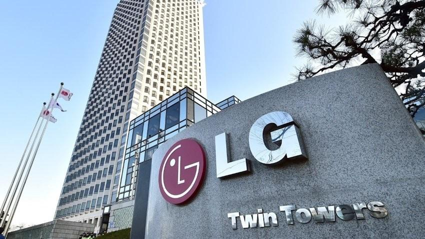 The logo of South Korea's LG Group is seen in front of the company's headquarters in Seoul on December 26, 2014. South Korean prosecutors raided the headquarters of LG Electronics in a probe into the destruction of rival Samsung's washing machines at stores in Germany, company officials said.    AFP PHOTO / JUNG YEON-JE        (Photo credit should read JUNG YEON-JE/AFP/Getty Images)