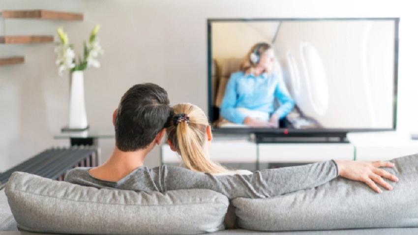 Photo of Jakie seriale ogląda się teraz? W jakim kraju aktorzy zarabiają najwięcej? Samsung przeprowadził badanie z którego wynika, że w 2017 roku aż pięć razy więcej osób zasiadało na kanapie przed telewizorem.